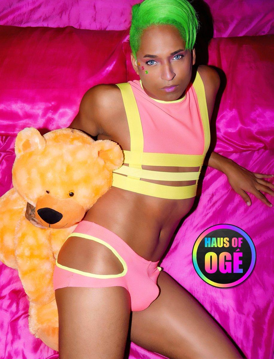 💥NEON DOMINATION SET🔫  #fashion #fashionweek #gayfashion #edgy #pose #style #lgbt #gaymodel #harness #OOTD https://t.co/e5RyqDqqib