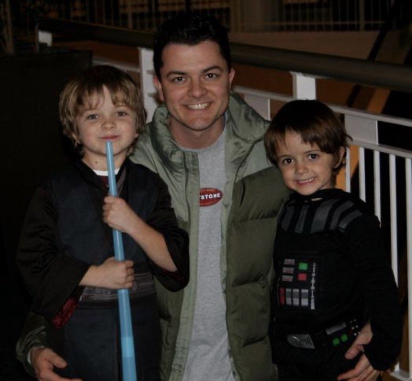 Thinking back to simpler times. This was years ago with Luke Skywalker and Darth Vadar. I wonder what they'll be this year? 🤔 #lukeskywalker #DarthVader #StarWars #Halloween #Halloween2020 #theforce #MayThe4thBeWithYou #Thisistheway https://t.co/ALXUiwe0X6