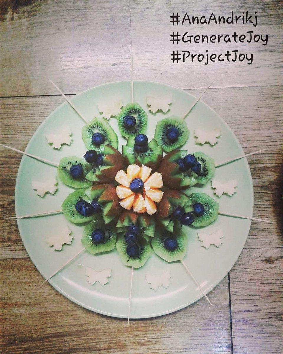 . 🦋🥝Fruit Mandala 🥝🦋          🌻Project Joy🌻 . 👉 @aandrikjcoaching  #AndrijanaAndrikj #projectjoy #borntoshineproject #foodart #foodartist #creativefood #foodphotography #happyandhealthy #fruitmandala #mandala #kiwi #blueberries #blueberry #orange #melon  #AAdecoration https://t.co/LKZAczZbxU
