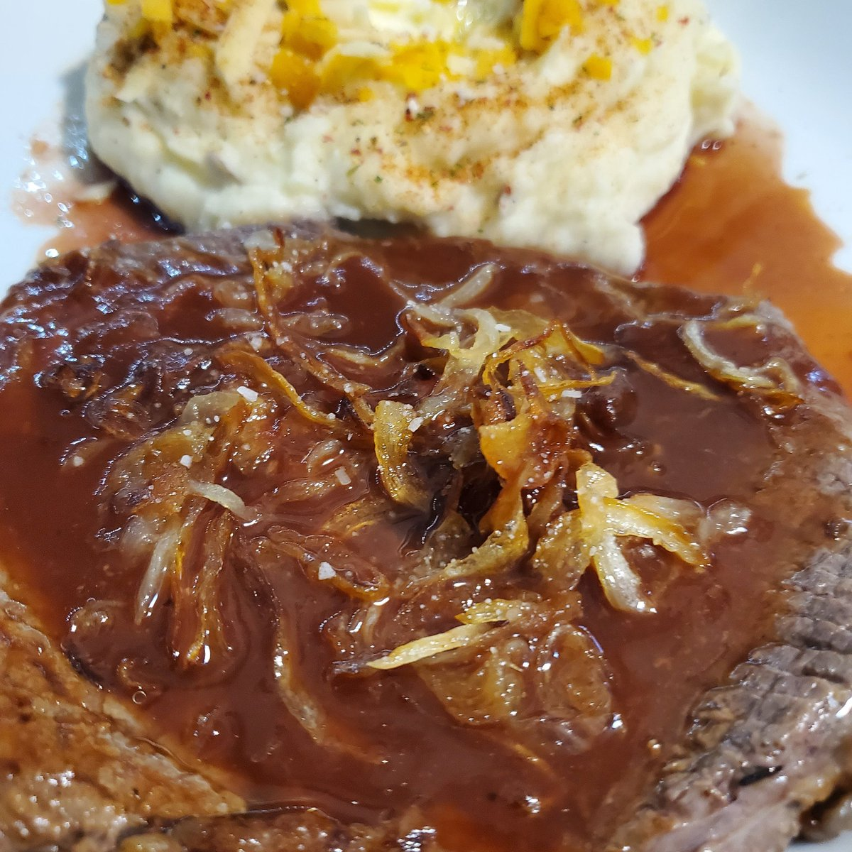 On the menu. Steak with caramelized onions with a homemade steak sauce. Garlic butter mashed taters. #teamchargriller https://t.co/saXShcs0sD