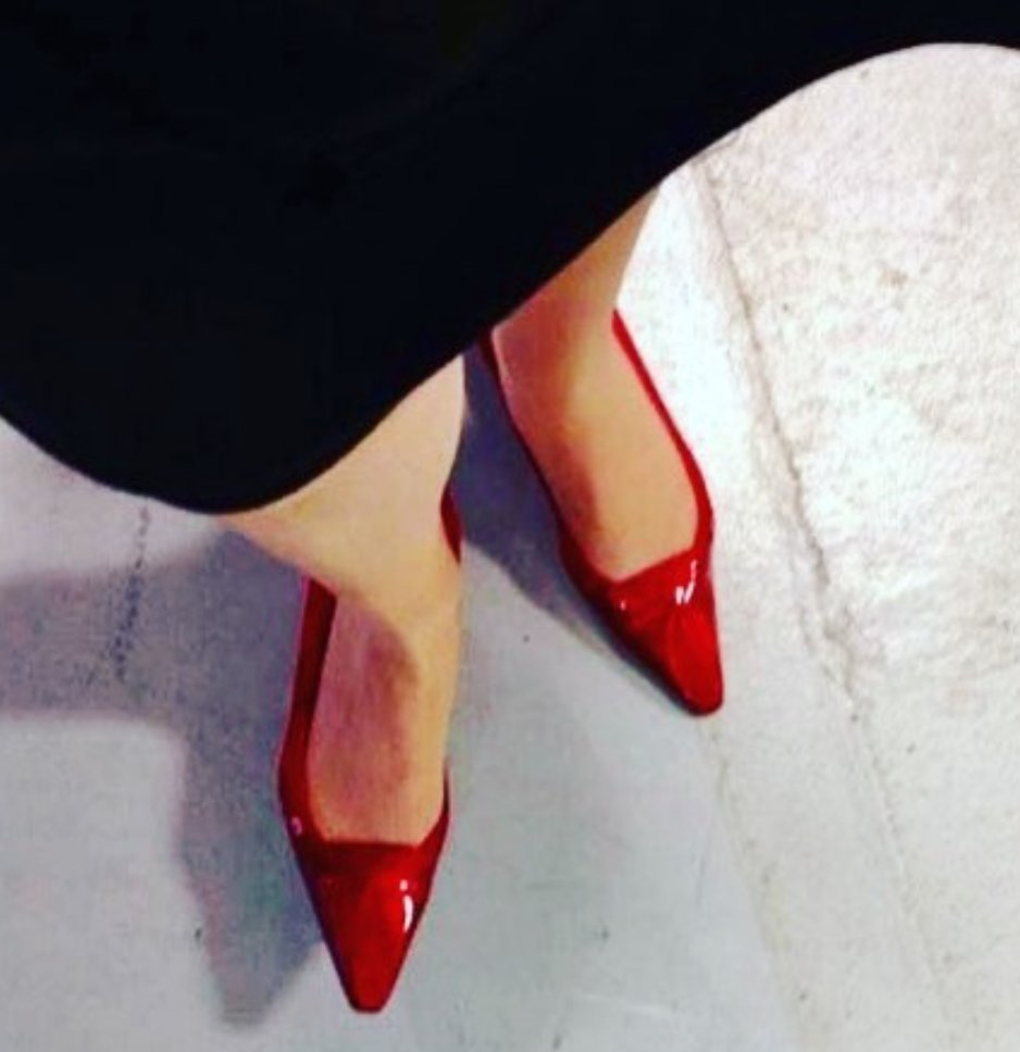 #TBT 'Ruby Red' missing the days running around town in my Ruby slippers making sales calls, demos, presentations, meetings and events ! In the meantime, video chats and virtual networks are the #newnormal #photopadforbusiness #mystory #PhotoPadRED #femaleentrepreneur #leadership https://t.co/i1TL0bvyzN