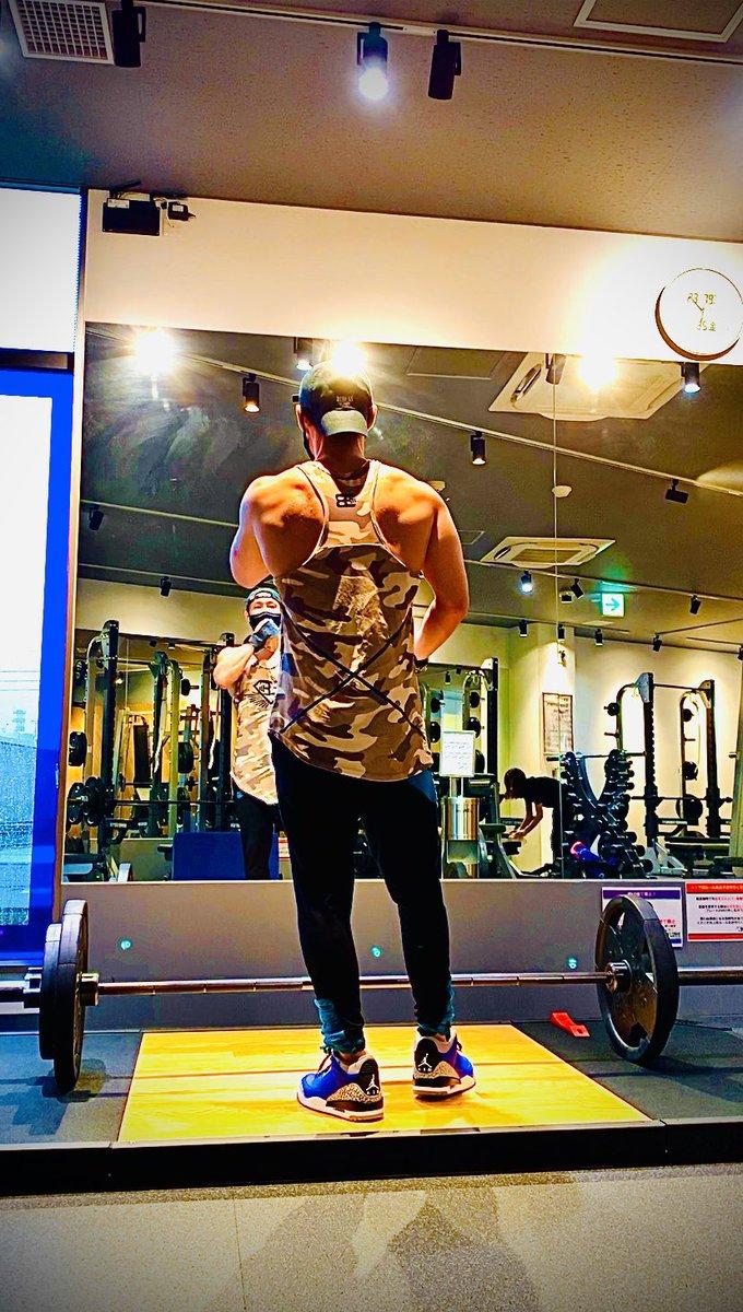 今日の朝トレ。  @bodyengineers  #nike  #backworkout #snkrs #anytimefitness  #workout  #fitness https://t.co/6ri1Etk9ii