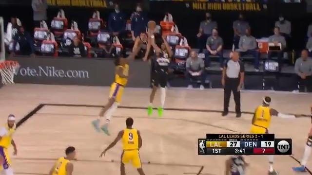 LALとの第4戦でチームハイの32P(FG12/20、FT8/8)・8Aを挙げたジャマール・マレー。第4Q6:29の左手ショットを決めた後、痺れを切らしたレブロンが自らディフェンスする程の暴れっぷりだったマレー。そのレブロンも「今バブルで最も熱い男の1人」と称賛しました。via @NBA