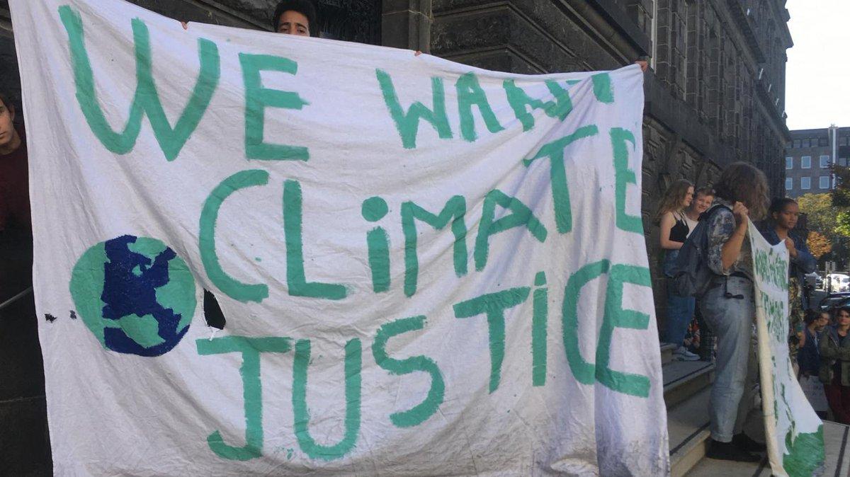 """""""Il y a eu un gros clash"""" : divisés sur les moyens d'action, les jeunes pour le climat ont perdu une partie de leurs militants  https://t.co/63wDnF7rxR https://t.co/v14QK2uDeE"""