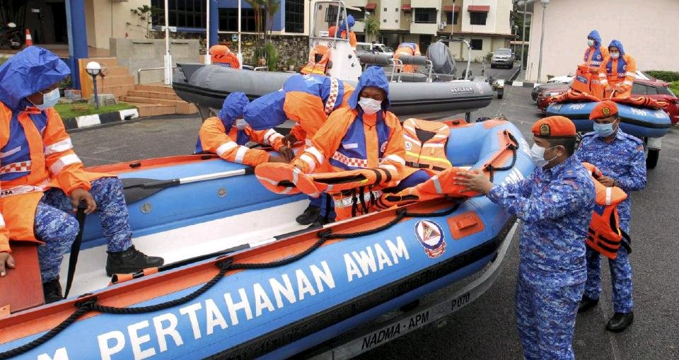 Pulau Pinang bakal tenggelam akibat banjir? Susulan fasa peralihan monsun bermula hari ini  #Penang #Bencana #Malaysia # banjir .  https://t.co/x3NuhmrJX1 https://t.co/Nx4WKRfiAx