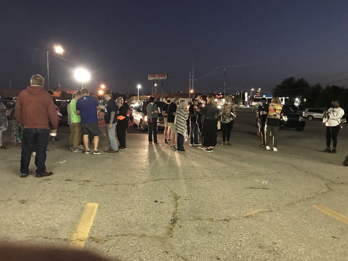 Crowd begins to gather for a #BreonnaTaylor vigil in front of Nappy Roots Books. https://t.co/UwcpuHFGnW