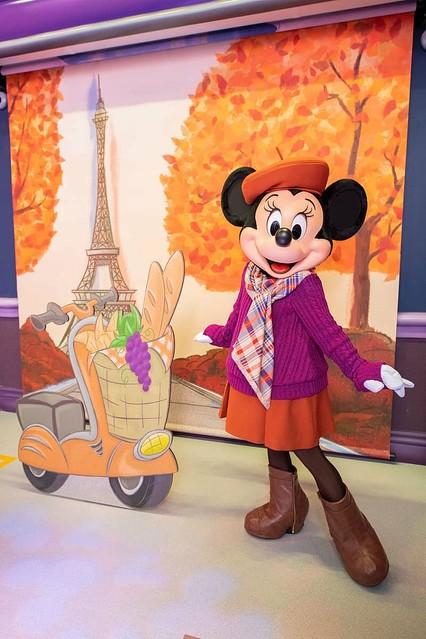 【新登場】新たなグリーティング施設!東京ディズニーランド「ミニーのスタイルスタジオ」ファッションデザイナーのミニーマウスが、季節ごとに異なる衣装に身を包みゲストをお迎えする。