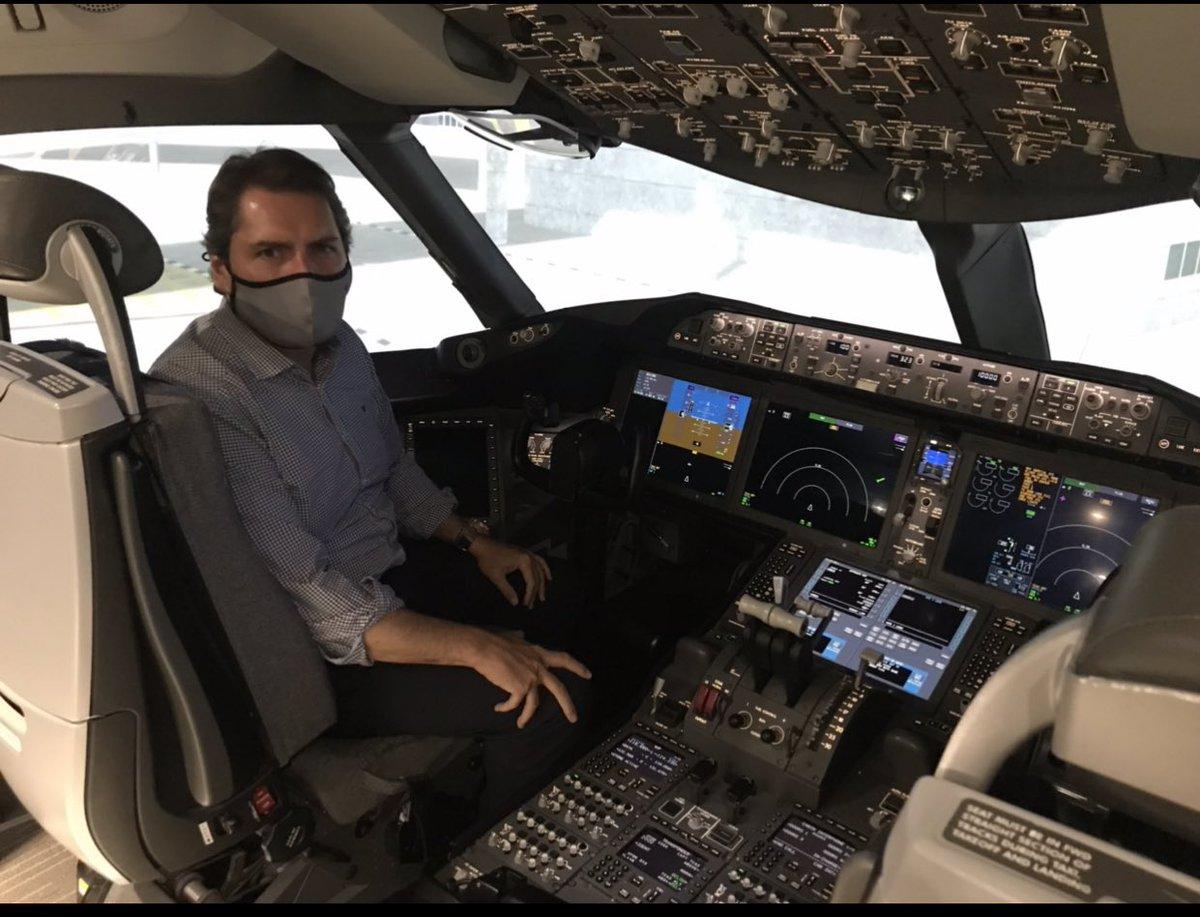Simulador Boeing 787 dreamliner.. Disfrutando!! Volveremos.. Mucha fuerza!! #crewlife✈️ https://t.co/fy0y5IrJuv
