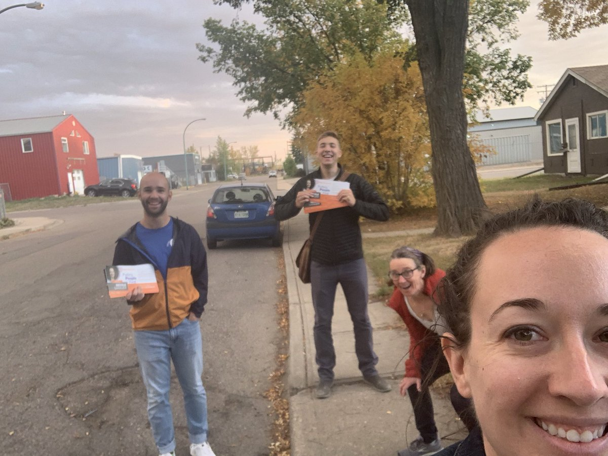 We had an incredible crew out on the door steps of Regina Douglas Park today. I appreciate the help of all of these marvellous folks, and so many others! #skpoli https://t.co/2bmmZZ2Uef