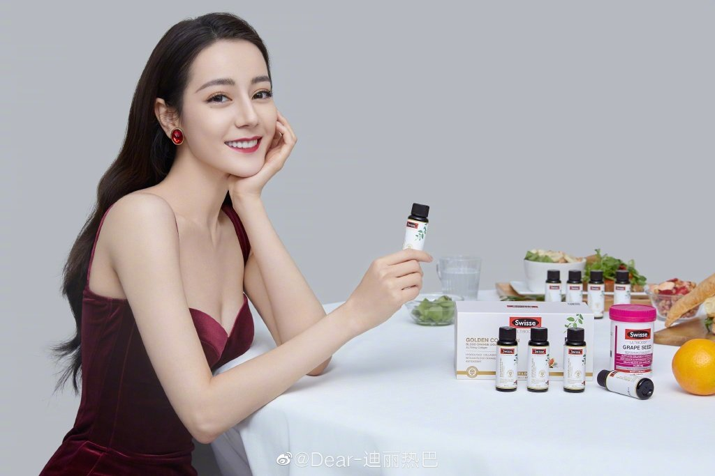 "Trans: ""Pick my Swisse Ultiboost Golden Collagen Blood Orange Liquid and Grape Seed, to replenish your skin's nutrients. You too, can have delicate youthful skin! Let's eat more and become beautiful together~""  Cr. Dilireba_ #迪丽热巴 #dilraba #dilireba  https://t.co/605mwiAcUm"