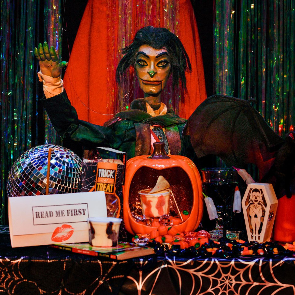 🎃Did you know that you can have a Bob Baker Dracula Disco delivered to YOUR DOOR?!🎃 Complete with wine, bejeweled fangs, & of course a disco ball.... this package is glitter-drenched & blood-soaked. It might be just what you need this Halloween. More at: https://t.co/oEgnWtXKX2 https://t.co/wxbmQgozb9