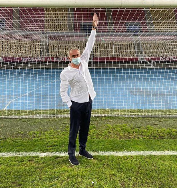 ¡PARA NO CREER! Tottenham 🏴 y José Mourinho 🧠 denunciaron que, en el duelo ante el Shkendija 🇲🇰 por la Europa League 🏆, el conjunto rival achicó en cinco centímetros los arcos por lo que, tras la denuncia, la UEFA los obligó a utilizar las medidas oficiales. #AlientaDesdeCasa https://t.co/n7ajrwQU2W