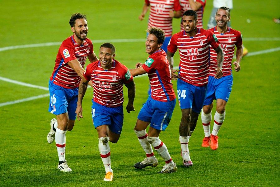 El zapatazo de Darwin Machis en la victoria del Granada sobre  el Lokomotik Tiflis en la Europa League (Video) https://t.co/LscoAaJc7Q . https://t.co/jBUx4fgnIa