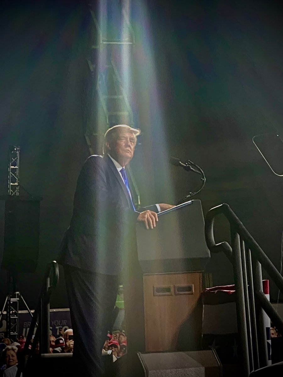 An awesome photo I took of @realDonaldTrump at the rally tonight. https://t.co/LJqYAxKi5r