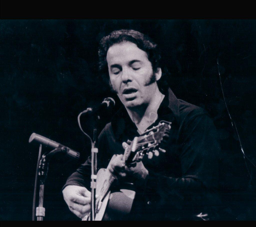 🎼#ÓscarChávez es recordado por su difusión de la música tradicional mexicana, así como por sus aportes como autor de temas que ya son considerados clásicos.   ¡Descubre más de su vida y obra en esta plataforma de la @Fonoteca!  #ContigoEnLaDistancia  👉https://t.co/2TNAOLixcL https://t.co/WtdjosZnfS