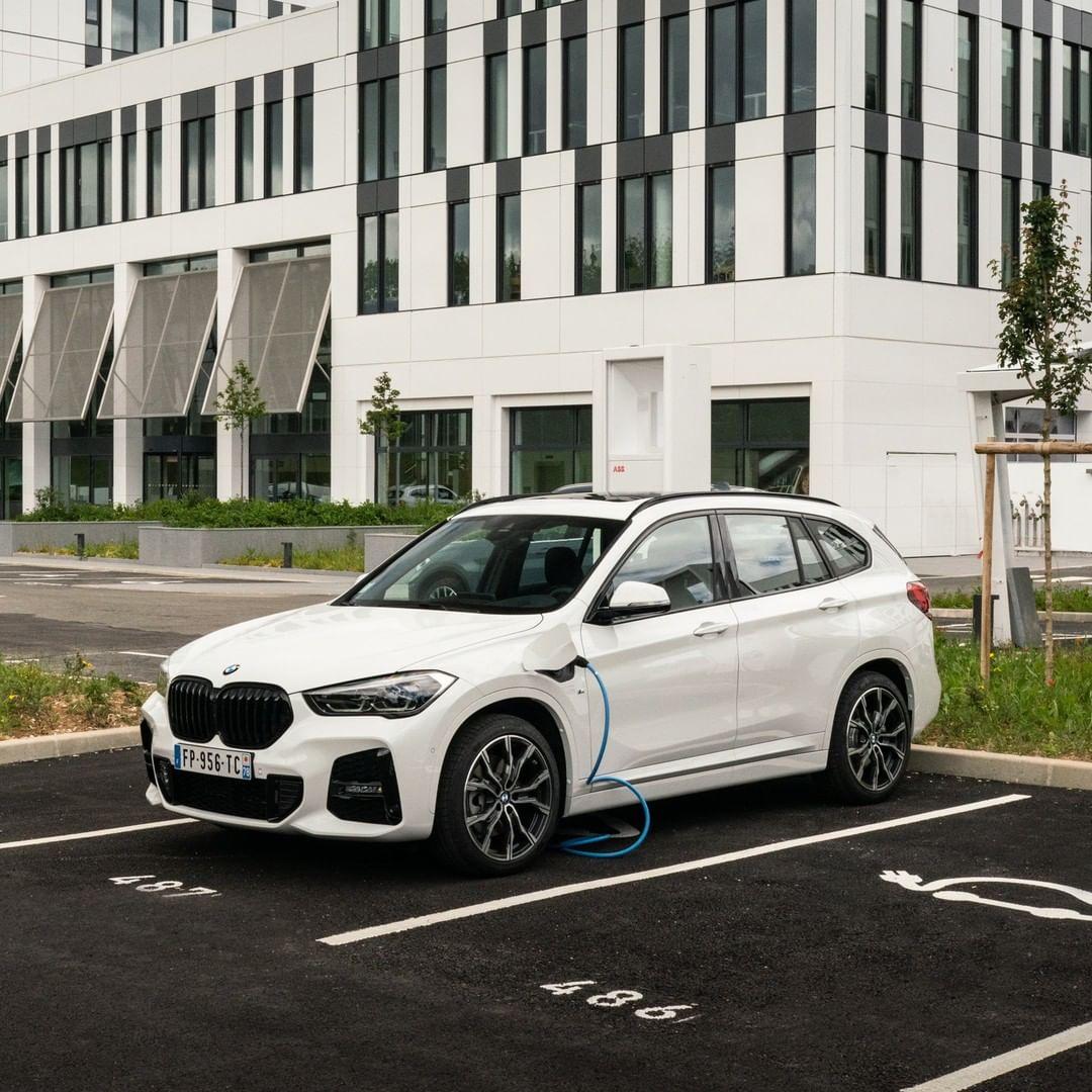 3, 2, 1... Atrapa el viernes con ganas y conduce sin límites.   BMW X1 Híbrido Enchufable #TheX1 https://t.co/qXa59oEFQH