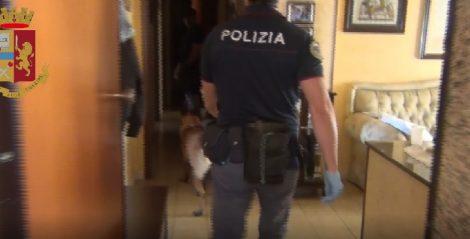 Droga, munizioni ed armi nella cittadella dello spaccio di Siracusa, 3 arresti - https://t.co/peBVXHMbLj #blogsicilianotizie