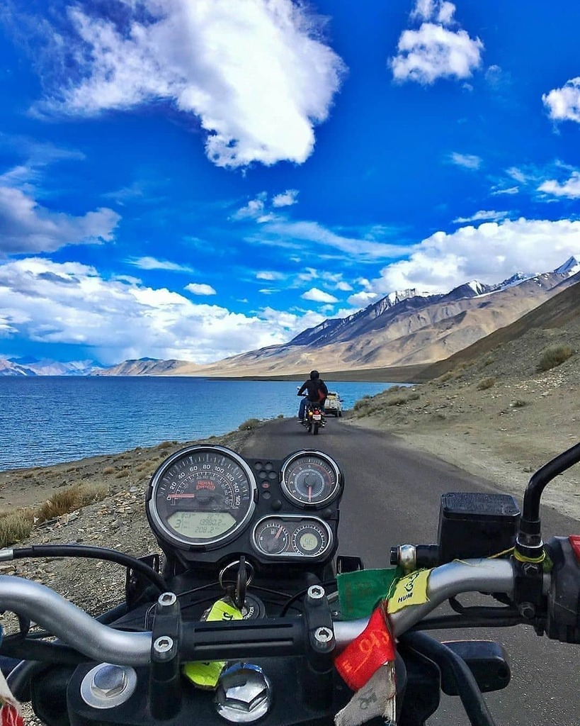 A shot at #pangonglake #Ladakh Ride towards spangmik ... hope u all will love it... . 📷 @banerjeesantanu - Pangong Lake, Leh Ladakh - Follow us - @indiatravelmart to get Featured in our Magazine!  Use hastag #itmindia for daily feature. - #indianphotography #NGTdailyshot #in… https://t.co/LgcftVGsxs