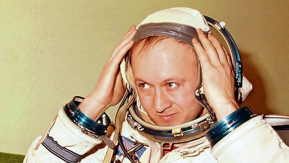 #HappyBirthday to #Czech cosmonaut Vladimír Remek (26 September)! In 1978 Remek became 1st person in space who was not from  Soviet Union or USA, & 1st Czech citizen in space @ASE_Astronauts https://t.co/SlwseYH0Sf https://t.co/eWEcg8GvH7