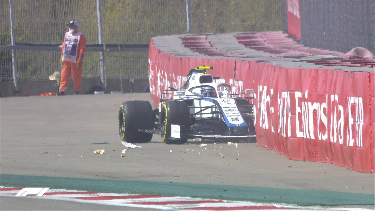 """LATIFI 🎧: """"I crashed - sorry guys""""  Red flags are out as the Williams driver goes into the barriers at Turn 10 💥  #RussianGP 🇷🇺 #F1 https://t.co/mNzTNhONcp"""