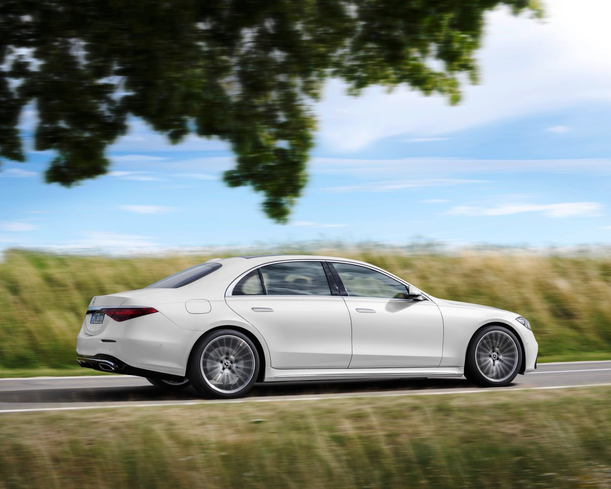 More than 98 kg of components made from resource-conserving materials are used in the new S-Class. The number of components containing recyclates is now 120 – more than twice as many as in the preceding model.  https://t.co/yAL6LSxfY1 #MercedesBenz #SClass https://t.co/XaHVcM762c