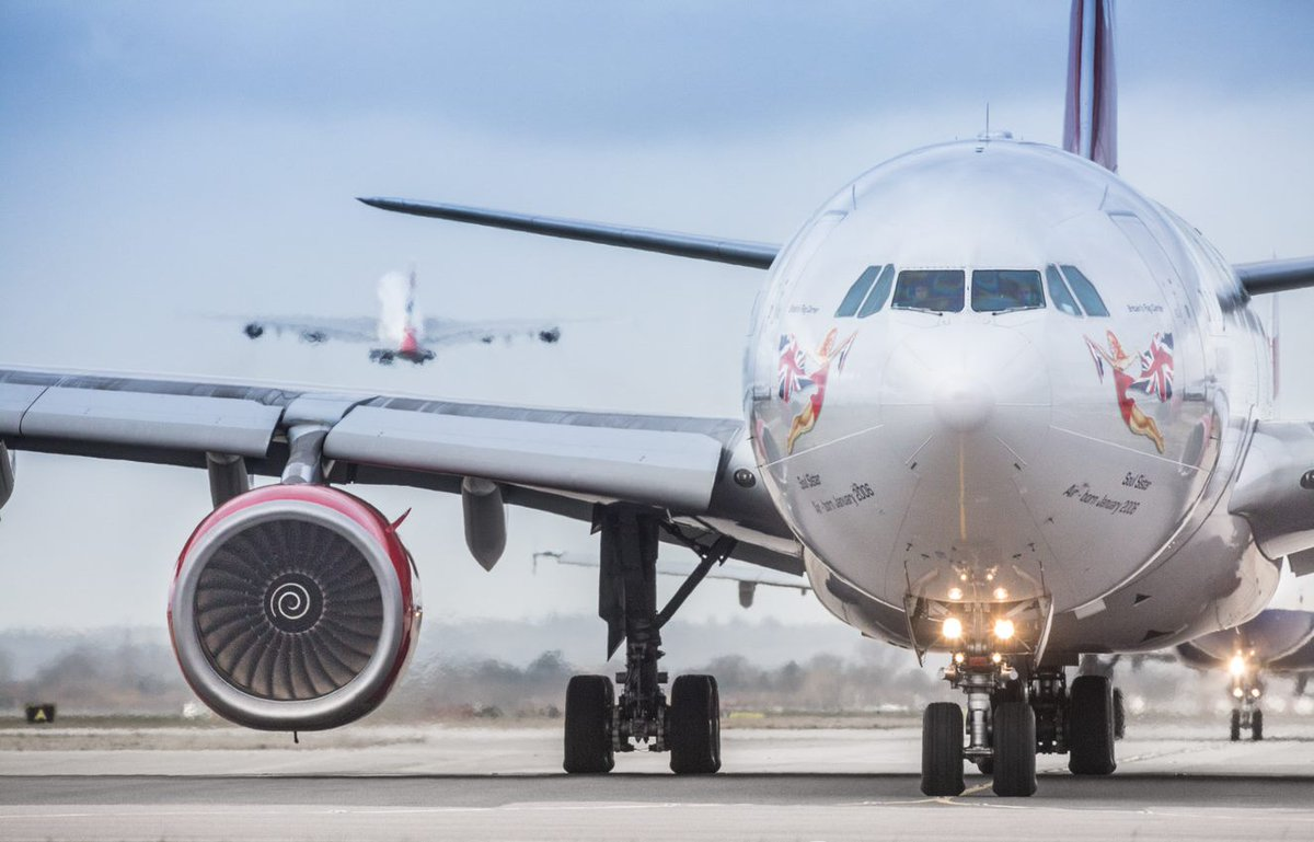 Happy Friday everyone, the weekend is almost here! If you have any questions about your journey through Heathrow today, we are here to help, just one tweet away. https://t.co/Zm5OF9t2lY
