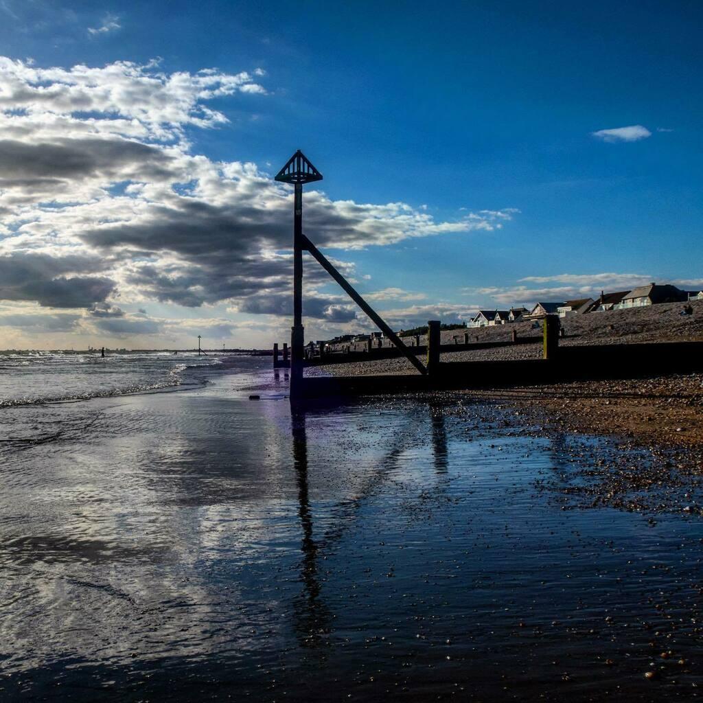 Breakwater - East Wittering beach, West Sussex (5/9/20) . . . #witterings #eastwittering #eastwitteringbeach #westsussex  #landscapeslovers #landscapephotograpy #landscape_captures #seaside #breakwater #groyne #groynes #reflections #reflectionshots #silh… https://t.co/Vo6d8fN6Wv https://t.co/FsOIw6jJ9U