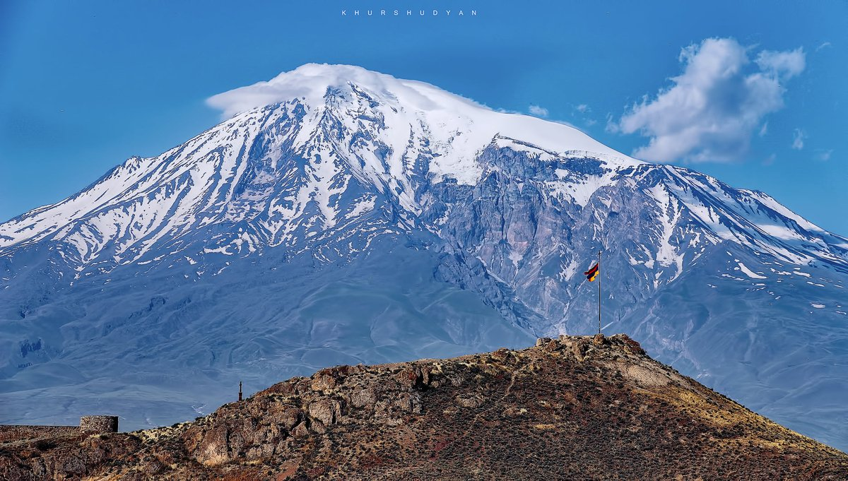 #Armenian flag🇦🇲 waving in front of glorious Mt. #Ararat is just soul-stirring to admire. A word that describes your feelings now?  📍: Khor Virap 📸: Khurshudyan https://t.co/VyaSYTfCTE