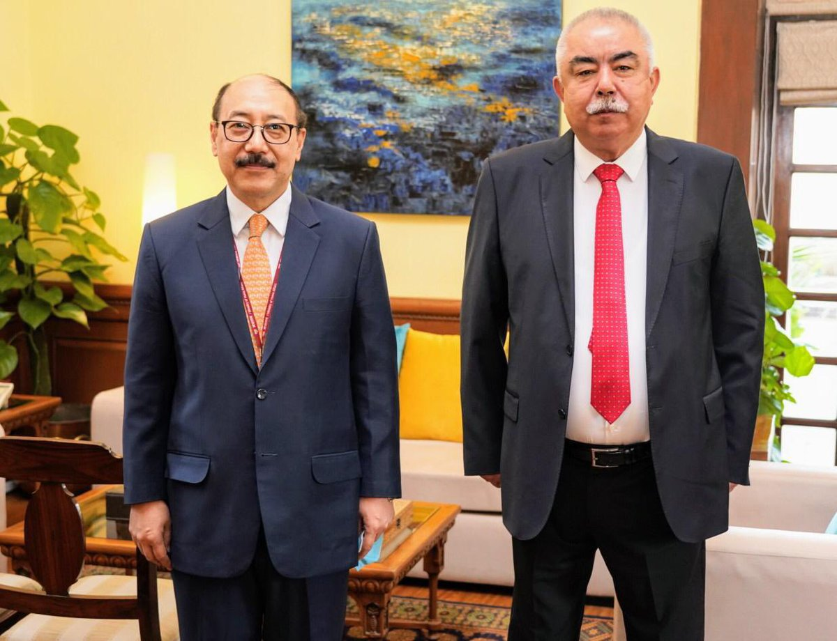 FS @harshvshringla met Field Marshal @ARashidDostum & listened to his insights on the #Afghan peace process and evolving situation.  Constitutional order & rights of all sections of Afghan society were also discussed.   India has conveyed it's long term commitment to #Afghanistan https://t.co/etww4ojmi0