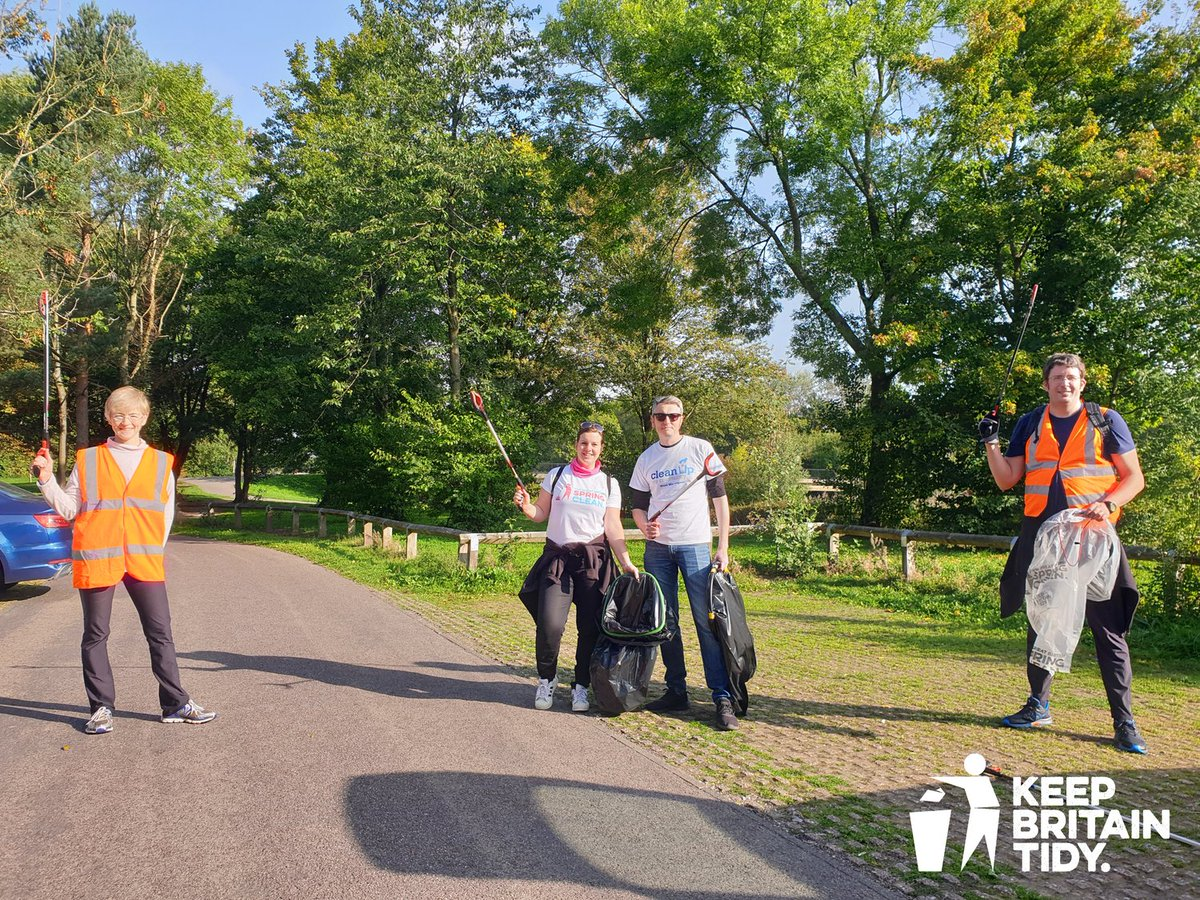 """Anna and her local litter picking group """"Clean up my community - Warrington"""" did a 12 hour litterpicking relay last Sunday, covering 9 miles and collecting 62 bags of litter!! #GBSeptemberClean #LitterHeroes https://t.co/3zyjiPWZcO"""
