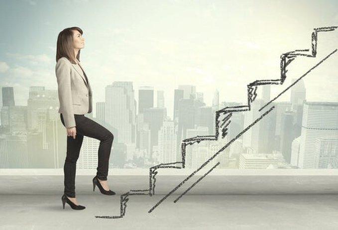 El 39% de las ejecutivas piensan que no van a poder ascender en su empresa. Solo el 55% de las ejecutivas españolas declara tener un plan de carrera, lo que contrasta con el 74% mundial   #agilehr #liderazgo #talento #digitalizacion #hr   Link: https://t.co/4nkmX2pd5r by @el_pais https://t.co/miFQyuJE8d