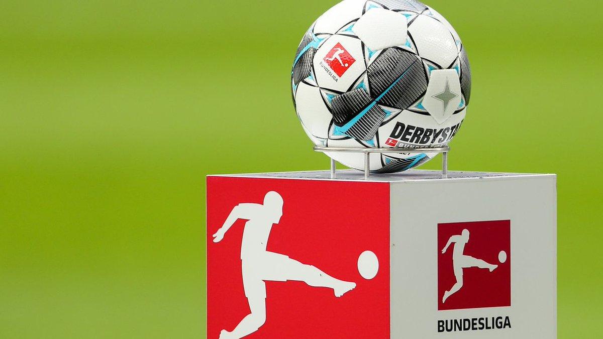⚽️ #DossierPalco23  🇩🇪 La Bundesliga se pilla los dedos con el Covid-19  4⃣6⃣4⃣0⃣M€: los ingresos que esperaba igualar la liga por derechos de televisión.  2⃣0⃣M€: el Bayern, el Borussia, el Leipzig y el Leverkusen acordaron un fondo para ayudar a los equipos más pequeños. https://t.co/AGUWUnK9dl
