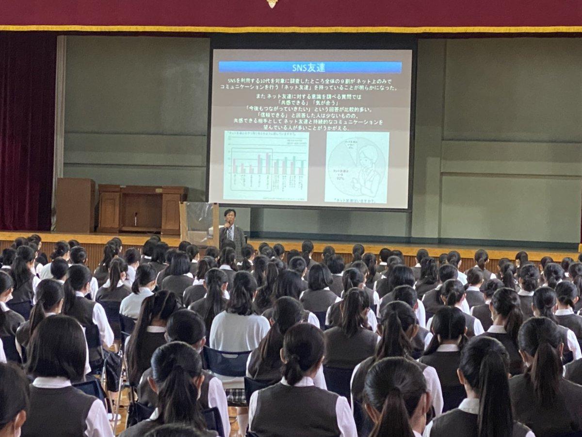 令和2年9月25日 日大豊山女子中学高校SNS講演会 14時〜15時30分 体育館とリモートで教室で受講の生徒と分散して話を聞いてもらいました。話を聞く姿勢が素晴らしかったです。豊山女子の皆様ありがとうございました。これから郡山移動です https://t.co/WkOrFWSbmd