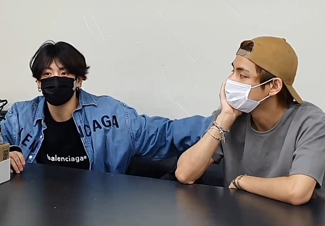"""taekook be like """" i know a spot"""" then tapped each shoulders to give support https://t.co/1rRCkJAHJl"""