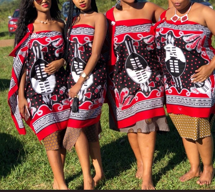 Beautiful pictures from Heritage Day SA...few important pointers about kuvunula... 1. Always wear a neck accessory, the absence of such is only done during mourning 2. Umhelwane/Kanga always has the knot on the right shoulder except for married women,who have a goat skin apron https://t.co/Y6nX0n9YSK