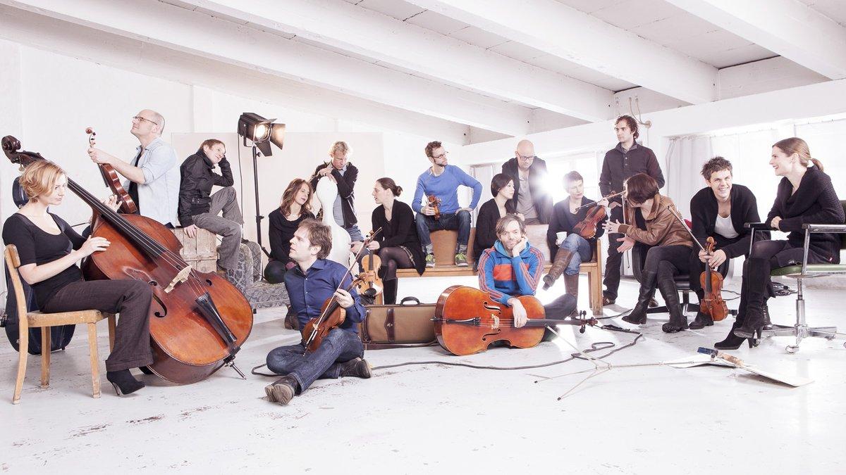 🎶 Música de #Bach des del @TiVre_UtrechtConcert d'Utrecht amb l'Ensemble Resonanz és la nostra proposta d'avui a #ElsConcerts 🎸🎸Amb la participació de Michael Petermann [@weisserrausch], teclats i Johannes Öllinger, guitarra elèctrica  Escolta'l 👇  📻https://t.co/lBAisEr8cS https://t.co/RcRHCzcUbw