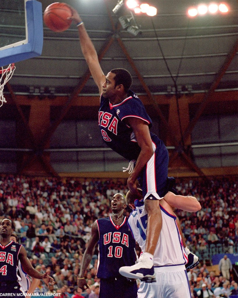 20 years ago today, @mrvincecarter15 put him on a poster 📸  IYKYK https://t.co/LZmGJKmwmw