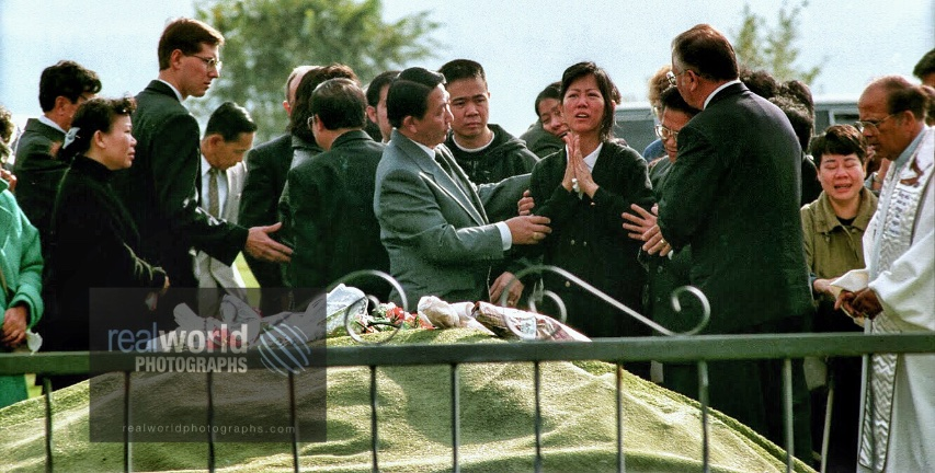 The funeral for murdered Mindy Tran in Kelowna, British Columbia, Canada. #photojournalism #world #crime #murder #children #homicide #canada #mindytran #police #rcmp #travelphotography  #realworldtelevision #documentary #garymoorephotography  #realworldphotographs #nikon #girl https://t.co/QS9Gr0Eh6x