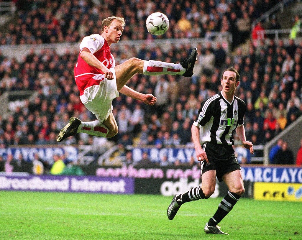 Geniuses of the game, Dennis Bergkamp and Thierry Henry captured by @Stuart_PhotoAFC
