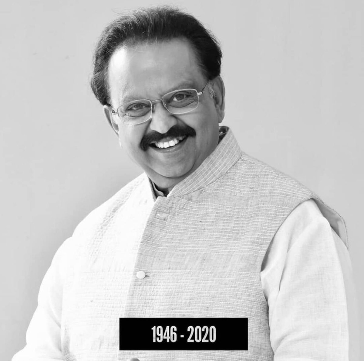 Deeply saddened with the news of music legend #SPBalasubramanyam 's passing. May god give his soul peace. Strength to his family & loved ones    deep loss  of a irreplaceable talent 🙏🙏 #RIPSPB.. your voice ..your songs will always live in our hearts.. https://t.co/t1ohuYnHCF