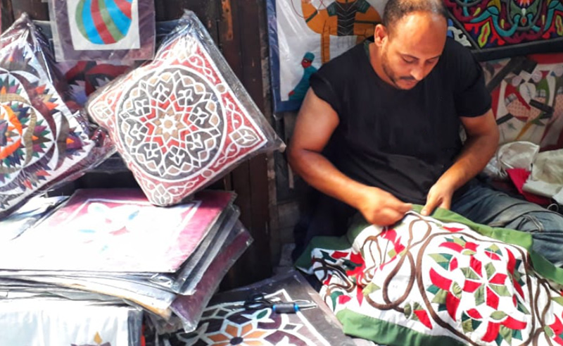 """#African country #Egypt is providing $50m USD to support local artisans   The aim of the funds it to """"increase the production of upper #Egyptian handicrafts according to @CairoScene   #COVID19  https://t.co/F4By8IYRtU https://t.co/uVRwqgqjPK"""