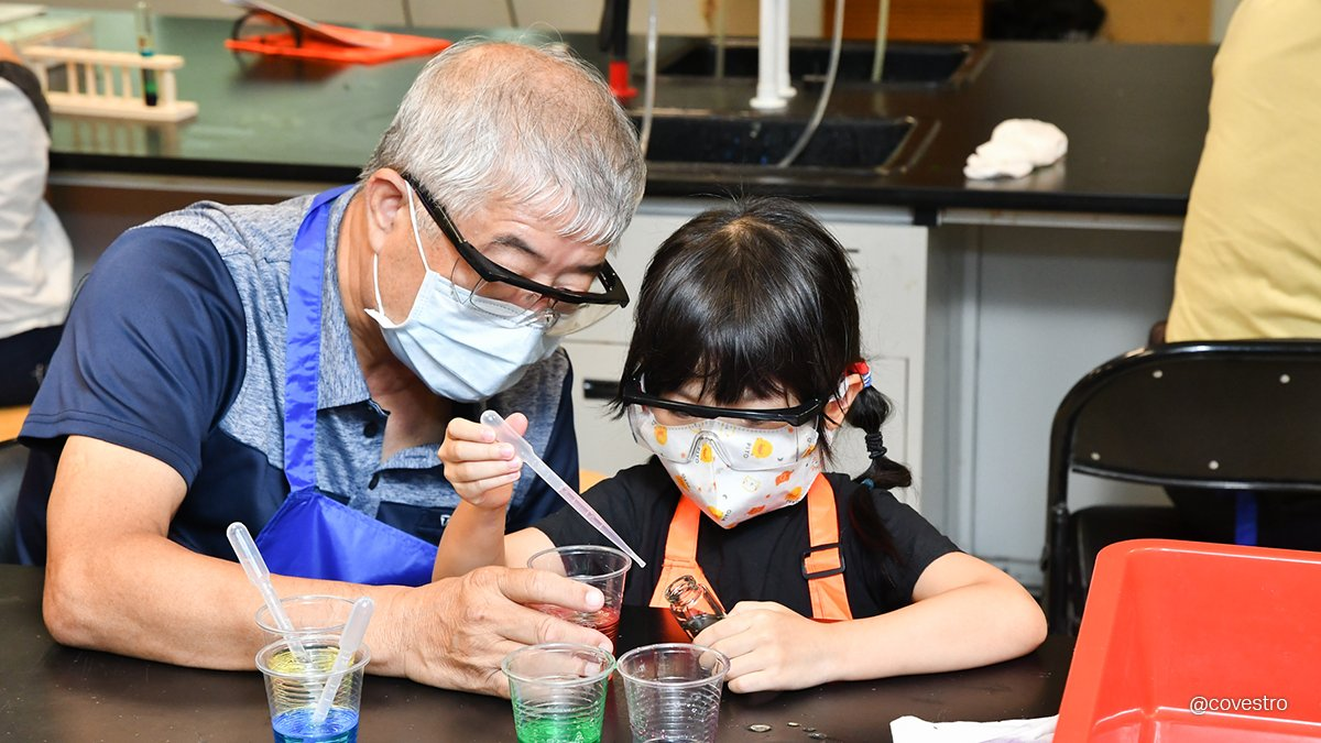 Do you remember the first time you experienced science? Our colleagues in Taiwan organized science camps to help grandparents and grandchildren conduct scientific experiments together. 👴👵👦👧   If you want to learn more about this event 🖱: https://t.co/PcUgfh5TlU https://t.co/F0TlNdZ0aE