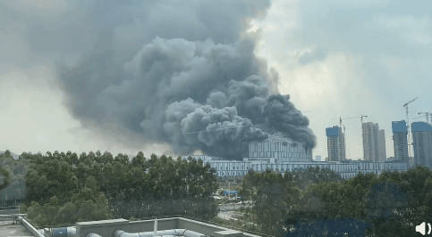 Sept 25, according to netizens, #Huawei's Songshan Lake Laboratory in Dongguan, #Guangdong suddenly caught fire. The building is a steel structure, and the main burning material is sound-absorbing cotton. The fire department is on site. #QOD #Collapse/#Fire/#Explosion #China https://t.co/q4auBVz42P