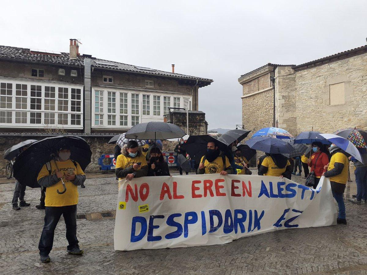 Orain Udaletxearen aurrean, Alestisen enpleguaren defentsan mozioa aurkeztu dugu! Ahora frente al Ayuntamiento, por la moción en defensa del empleo que hemos presentado! https://t.co/Js8acX2neb