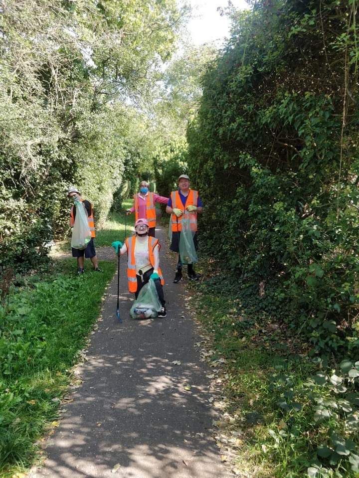 Huge thank you to Briars Pavilion Team - again! This amazing group of dedicated volunteers cleaned up Bishops Rise and Oxlease Drive this week, as part of our nation's #GreatBritishSeptemberClean  #LoveWelwynHatfield #WelwynHatfield #Hertfordshire #KeepBritainTidy #LitterHeroes https://t.co/U2txyfA06h