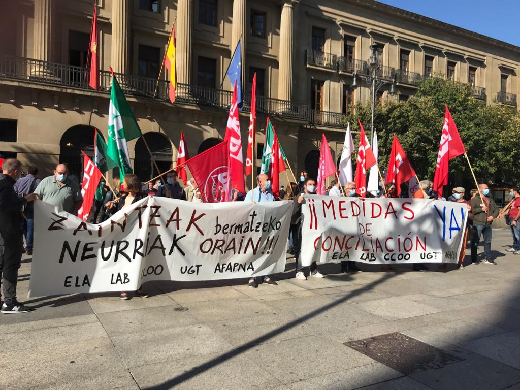 📣¡¡AL FINAL LO HEMOS CONSEGUIDO, aunque no ha sido fácil!!! 💪🏻💪🏽💪🏿  El sindicato ELA ha presionado con fuerza al Gobierno de Navarra para que recupere el permiso por deber inexcusable.   Ya está en vigor el permiso por deber inexcusable. ✊🏻✊🏽✊🏿 #vueltasegura  #itzuleraosasuntsua https://t.co/BHqsQHJT1Q