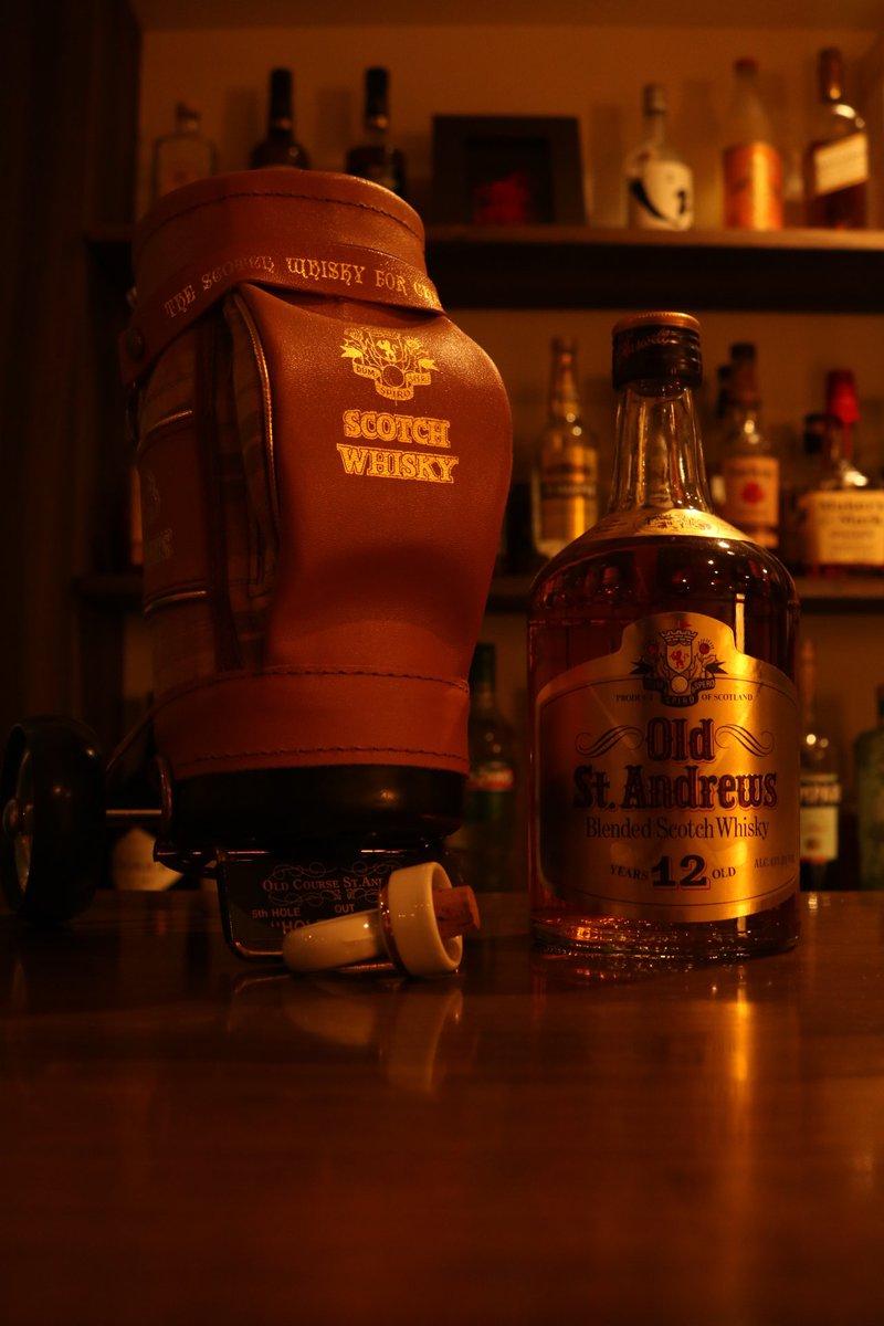 昨日、お客様から頂いた 全英オープンコースの名前の ウイスキー。 「オールドセントアンドリュース」 すでに生産中止となったレア物です。お客様と相談した結果、 しばらくは非売品として 店に飾らじて頂きます。 よかったら見に来てね。 #BAR #大阪市西区 #新町 #西長堀 https://t.co/Dp3aQvPRnS