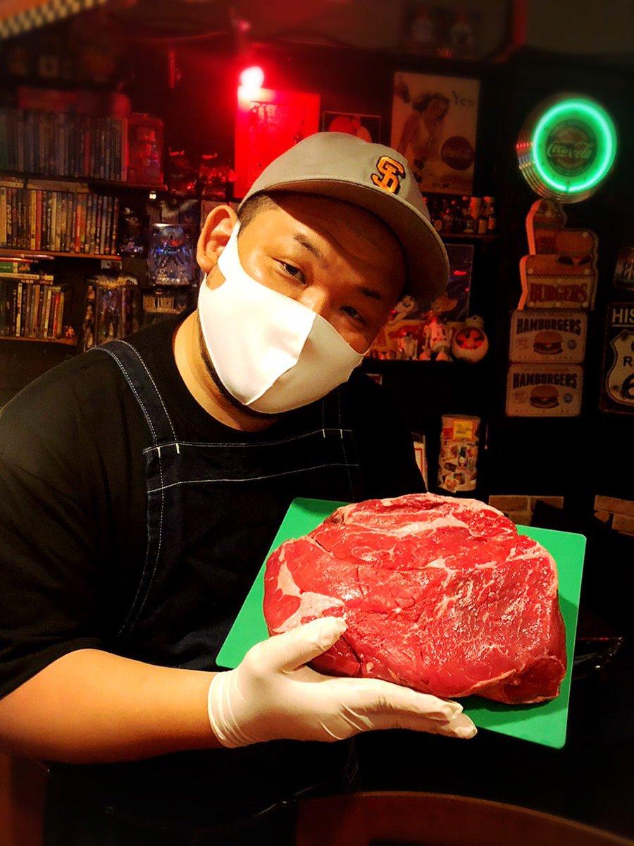 Openしてます‼︎ 18:00〜3:00 当店のハンバーガーは牛肩ロースをハンドチョップして作ってます🥩‼️ #barbasement  #hamburger #ハンバーガー #bar  #バー #小岩 #アメコミ #スターウォーズ #小岩ハンバーガー #チーズバーガー #喫煙可 https://t.co/3ZLIbAQaID