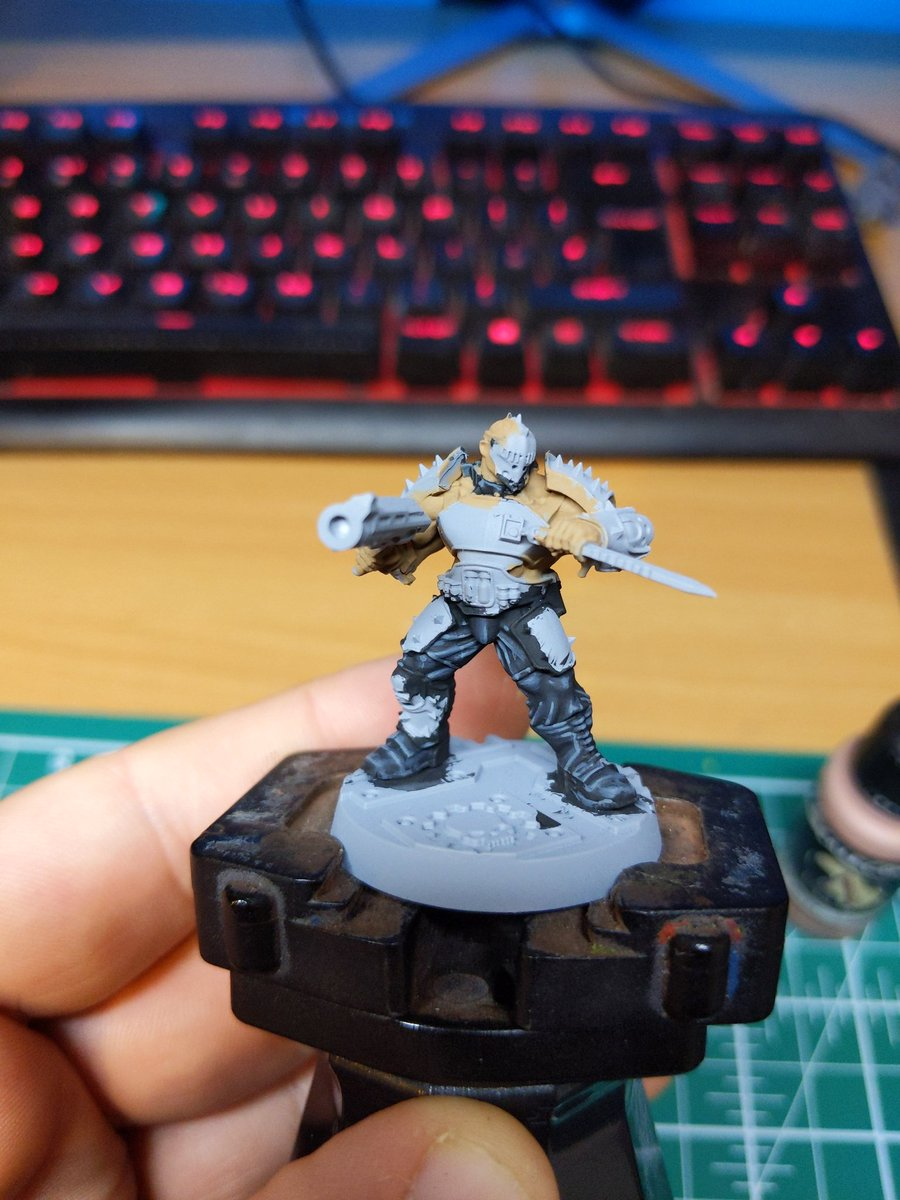 The backlog never seems to ease. Started on apollus kage  from forgeworld  #Warmongers #necromunda #Goliath https://t.co/0FG3pY1zm2