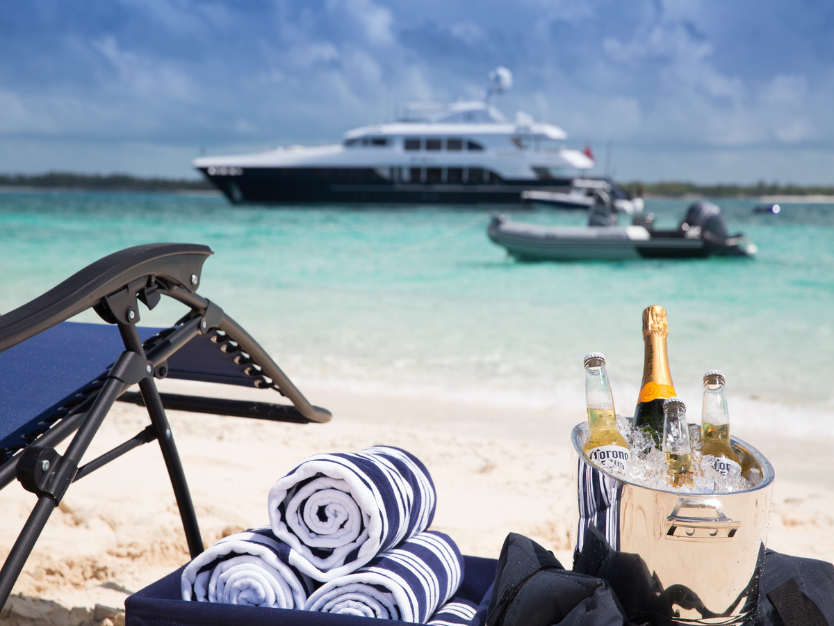 Christmas by the sea - Bahamas yacht charter! https://t.co/dv7WvgTMEc  #yachting #yachtinglife #luxuryyacht #luxurytravel #bahamas #exumas #nassau #islandhopping #bvi #caribbeans #yachtrent #catamaran #sailing #christmasbythesea https://t.co/IVB0xr0OnG